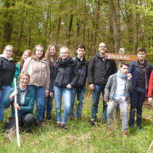 Schülerinnen und Schüler auf Pilgertour