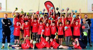 Schülerinnen und Schüler der EKS treffen auf zwei Handballprofis der MT Melsungen