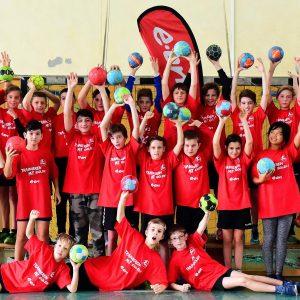 Schülerinnen und Schüler treffen Handballprofis